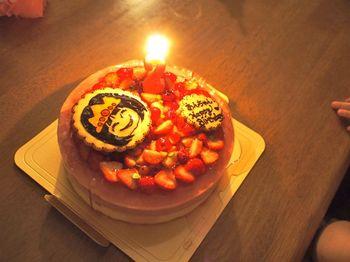 あん2歳ケーキ点火1.jpg