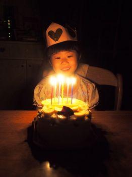 にこ6歳ケーキ点灯2.jpg