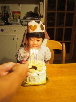 にこ6歳ケーキ点灯1.jpg